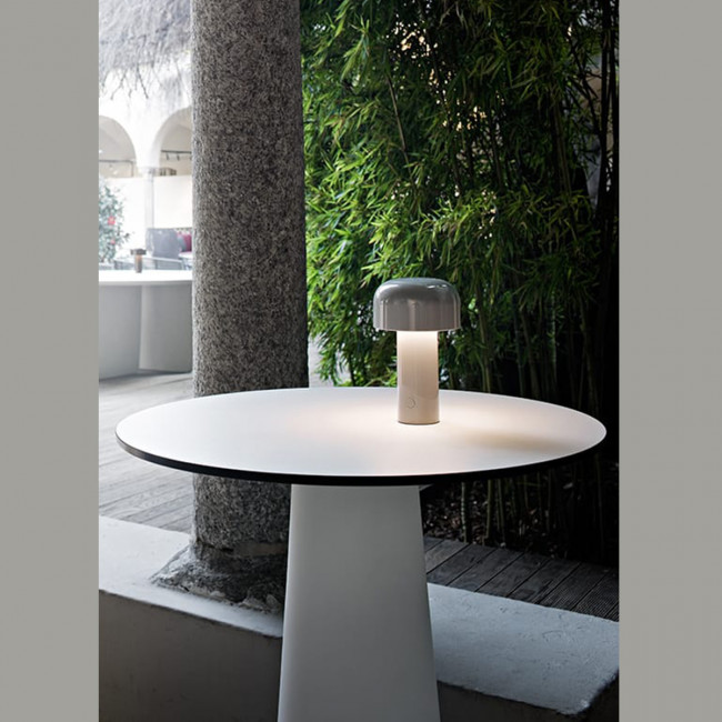 Flos - Bellhop Battery lampada tavolo ricaricabile bianca, cioko, grigia, rosso mattone, grigio/blù, giallo.